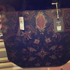 Abercrombie & Fitch Bags - NWT Abercrombie & Fitch reversible tote👜